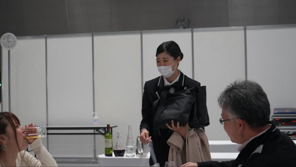 敢闘賞 レストランサービス 滝澤 早葵 株式会社ホテルメトロポリタン長野 長野市